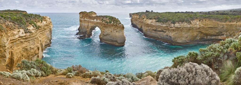 Island_Archway,_Great_Ocean_Rd,_Victoria,_Australia_-_Nov_08