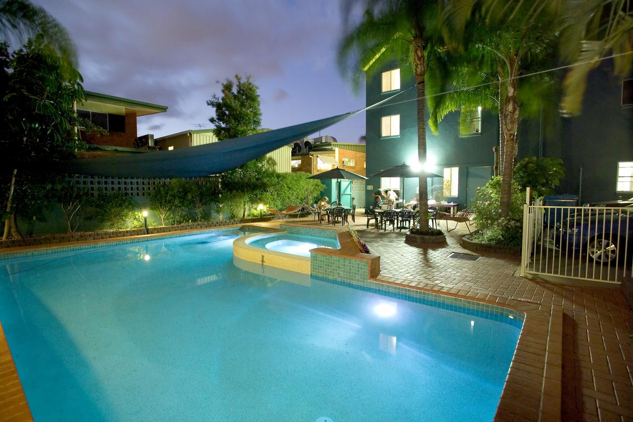 backpackers youth hostels and yha in gold coast. Black Bedroom Furniture Sets. Home Design Ideas